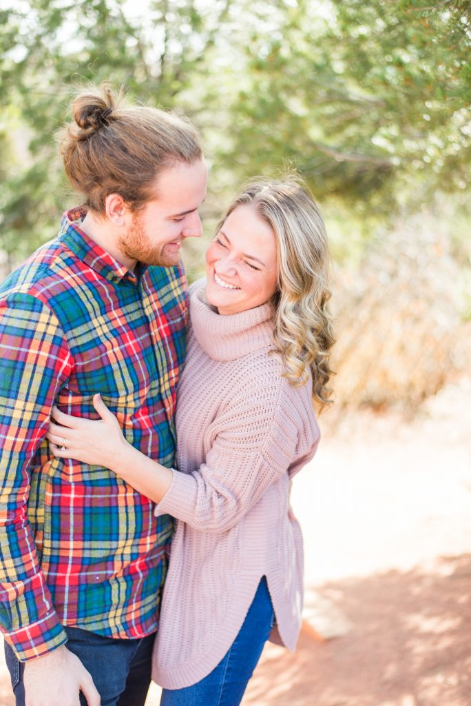 Engagement session outfit inspo, Colorado Springs engagement session, garden of the gods engagement, mountain engagement, red rocks engagement, colorado engagement photos, colorado mountain engagement photos, adventure couple photos, adventure engagement photos, couple photos, colorado springs photos, garden of the gods park, pikes peak engagement