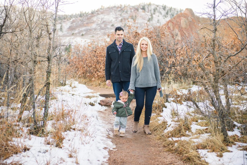 Family session outfits, winter family session outfits, Family session outfit inspo, Colorado Springs family session, garden of the gods family session, mountain photography, red rocks engagement, colorado family photos, colorado mountain family photos, adventure couple photos, adventure family photos, couple photos, colorado springs photos, Roxborough State park, pikes peak family session
