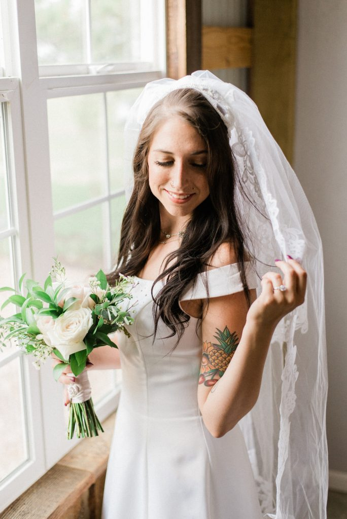 allison ranslow photography, adventure wedding photography, colorado adventure wedding photography, colorado adventure elopement photography, boho bridal details, classic wedding gown, simple wedding florals, simple wedding dress, bridal veil, cathedral length bridal veil, cathedral veil, tatted bride